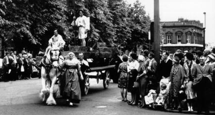 1963 Wagon play in Museum Street